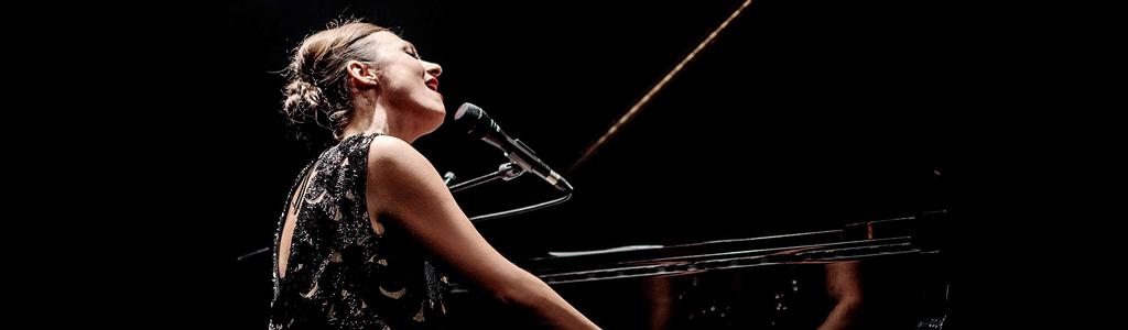 קרן פלס-לבד על הפסנתר